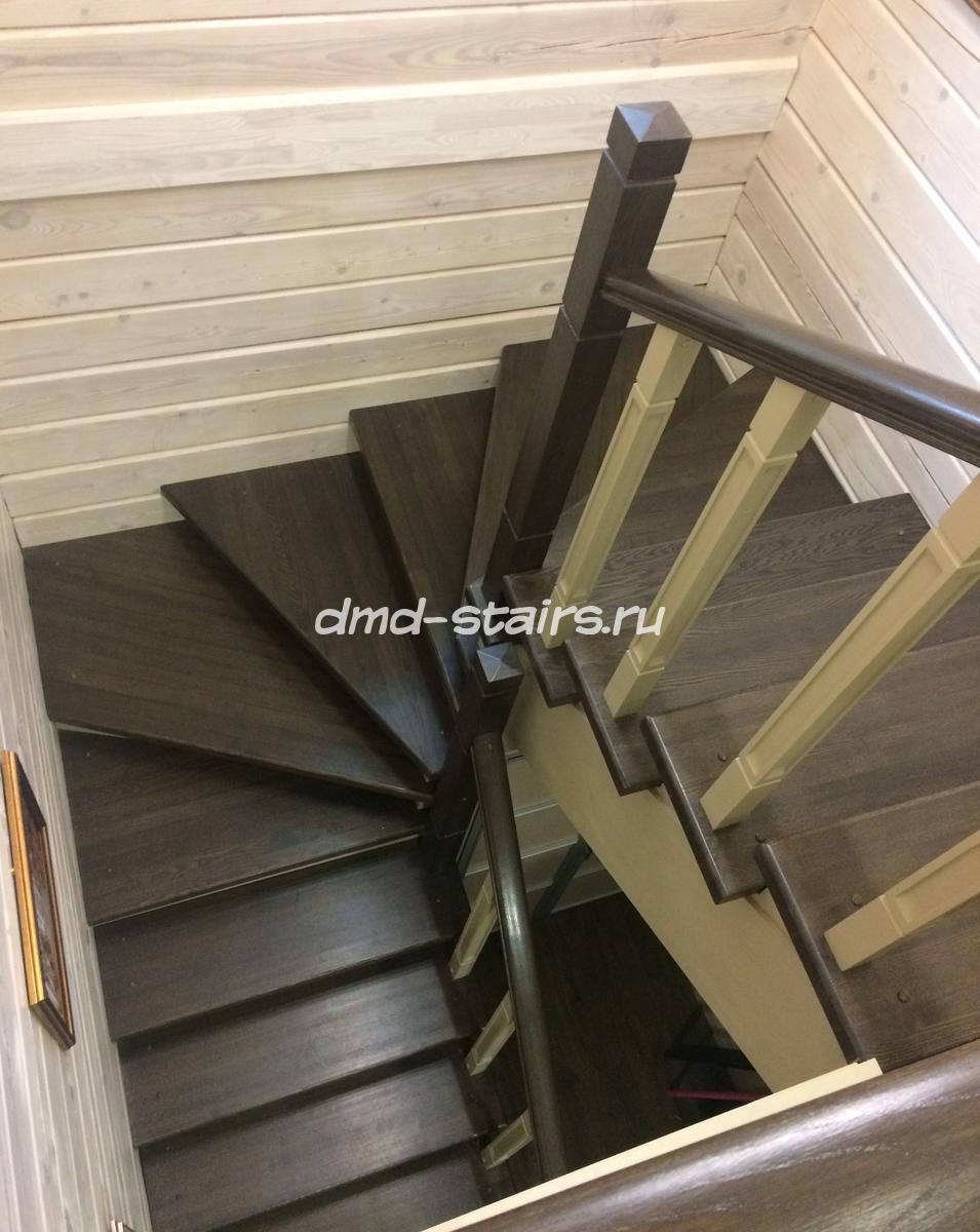 Лестницы из дерева с поворотом на 180 градусов