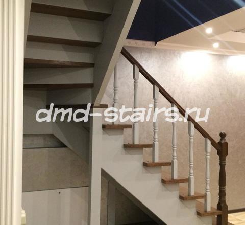 Лестницы из дерева с поворотом на 90 градусов