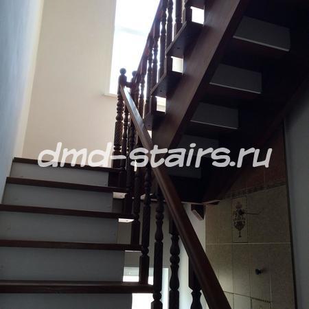 П-образная лестница с площадкой