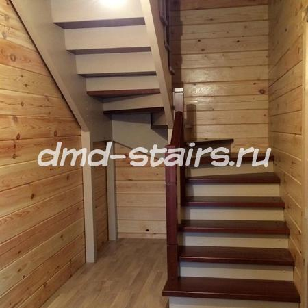 П-образная лестница с поворотными ступенями