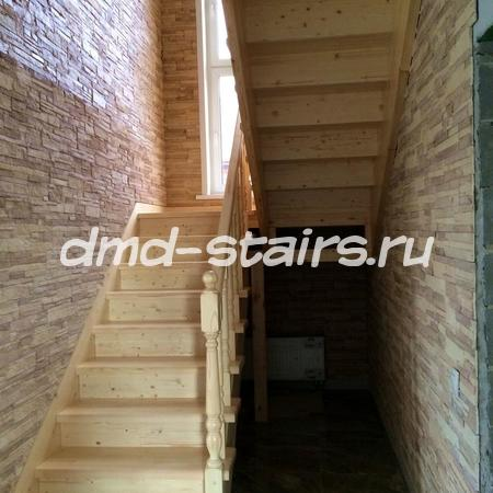 П-образная лестница с промежуточной площадкой