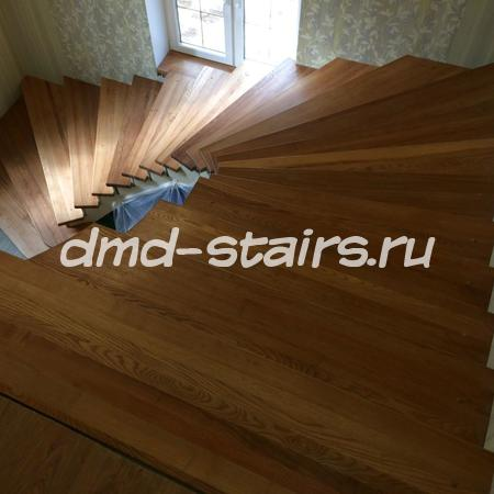 Лестница на бетонной основе с поворотными ступенями
