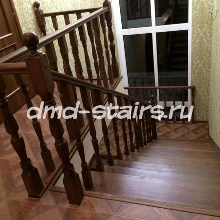 П-образная лестница на бетонной основе