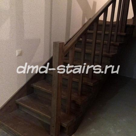 П-образная лестница на металлическом каркасе