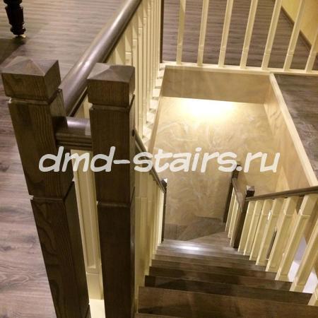 Г-образная лестница с поворотными ступенями