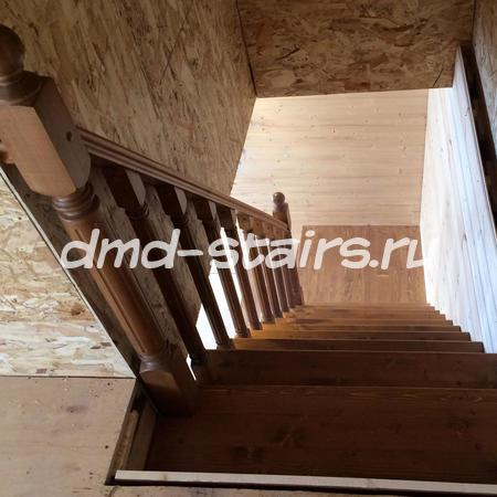Г-образная лестница с площадкой
