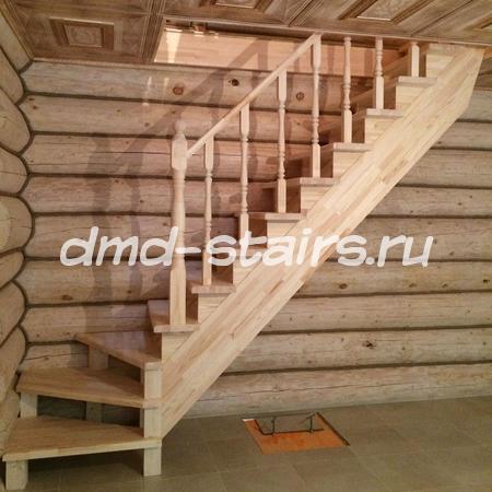 Одномаршевая деревянная лестница на тетиве
