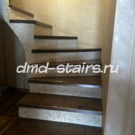 Комбинированная винтовая деревянная лестница